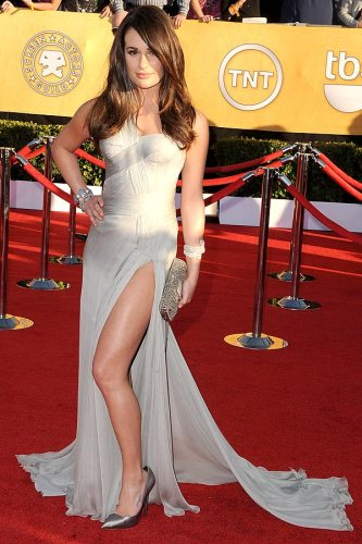 Lea Michele is sexy + ethereal in a grecian-style, corseted Versace gown with flowing hair — and she's rocking my favourite trend of the night. Work that slit, mama!